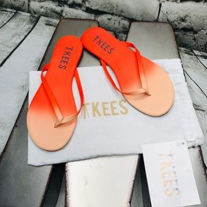 NWT Tkees Sz 6 Orange Ombré Flip Flops with Bag